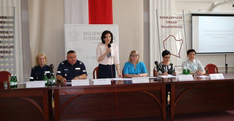 """Konferencja ,,Ochrona rodziny przed przemocą"""""""