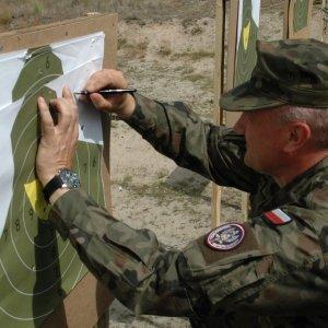 Żołnierze Terytorialnej Służby Wojskowej ćwiczą w Nowej Dębie